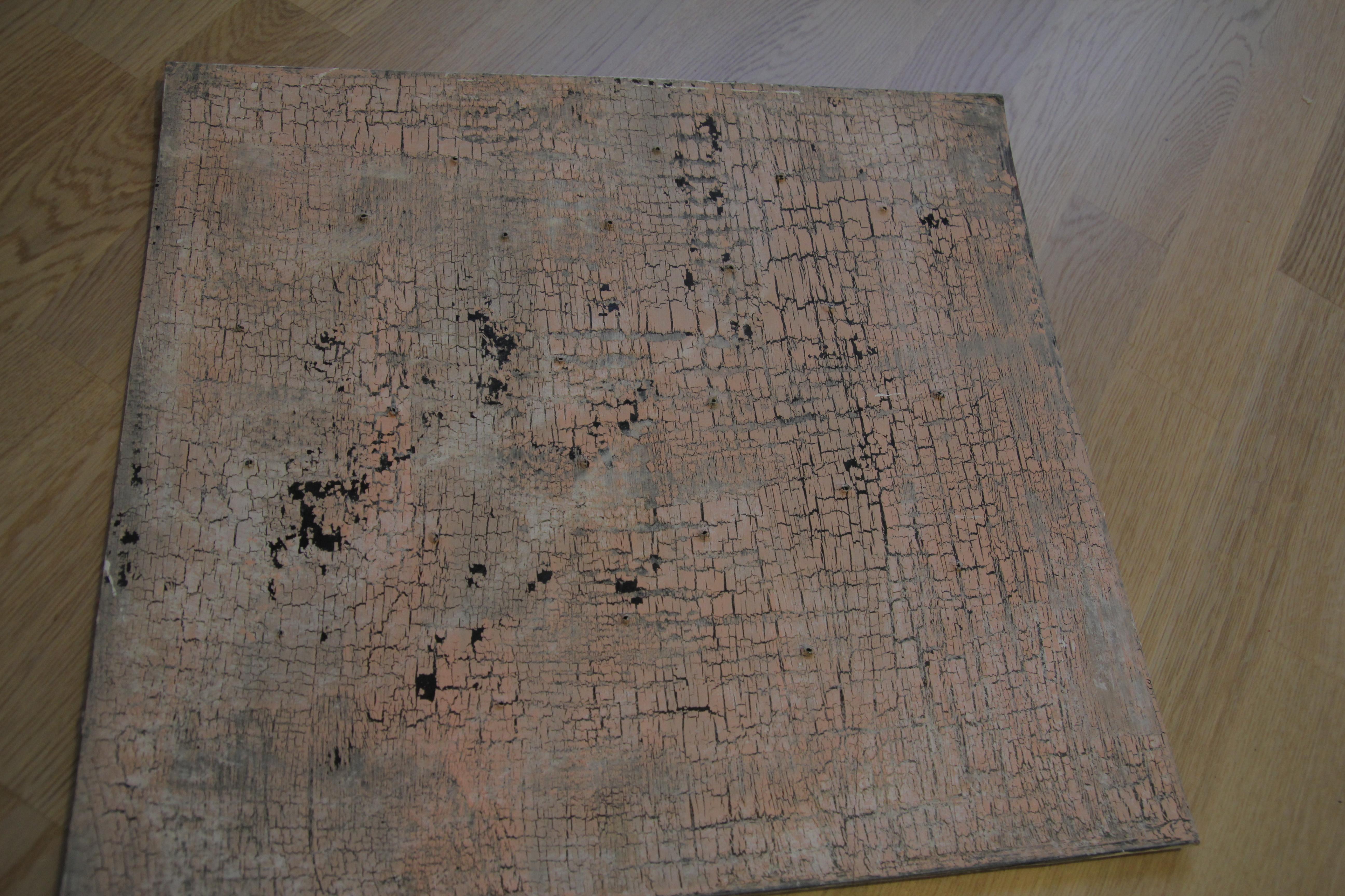 Apsitrynusių dažų efektas ant kartono lapo